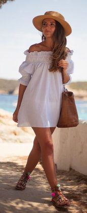 Outfits For The Beach: It's Gotta Be Cute – Beach Outfit Ideas Off to the beach. The perfect outfit. Via Alexandra Pereira Dress: Chicwish, Sandals: Fetiche Suances, Bag: Malababa Beach Outfit For Women, Cute Beach Outfits, Cool Summer Outfits, Summer Dresses, Outfit Beach, Dress Beach, Beach Outfits Women Vacation, Beach Dresses, Beach Vacations