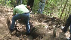 Exhuman 9 cadáveres de fosas clandestinas en iguala - http://notimundo.com.mx/mexico/exhuman-9-cadaveres-de-fosas-clandestinas-en-iguala/18221