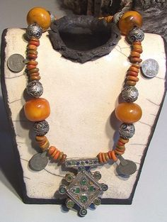 Lovely old vintage Moroccan Berber necklace with 4 large and many small simulated resin amber beads, largest bead is 3,5 cm (1.4) diameter. On each