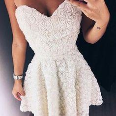 Dress lacrador😮💕 Perfeito para noivar😍😍 #dress@cerqueirarafa#sonhodecasamentooficial#casamentodossonhos #bride #casamiento #noivados #noivas2016 #noivas2017 #voucasar #amei #love #wedding #amor #decoração #casório #lindo #noiva #noivo #festa #festadecasamento #festadenoivado #vestidodenoiva #vestidaparacasar #noivasdeminas #noivinhas #brasil #noivasdabahia #voucasar #meunoivado