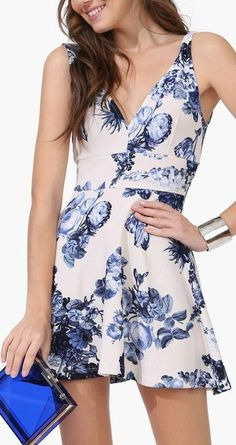 Vestidos florais - http://vestidododia.com.br/dicas/como-combinar-acessorios-com-vestidos-estampados/