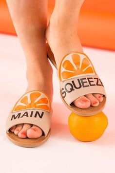 You can make a pair of sold-out main squeeze orange-inspired Kate Spade sandals for only $30 with this budget-friendly copycat style DIY tutorial.