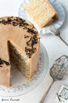 Earl Grey tea layer cake made with 3 types of Earl Grey. If you love tea, this Earl Grey layer cake recipe is for you! It's got three layers of Earl Grey cake and a creamy Earl Grey frosting. Tea Recipes, Baking Recipes, Sweet Recipes, Dessert Recipes, New Year's Desserts, Christmas Desserts, Delicious Desserts, Earl Grey Cake, Earl Grey Tea