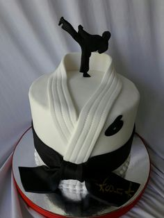 Cake cookie food black belt - Black Belt - Ideas of Black Belt - Cake cookie food black belt Birthday Cake Cookies, Fondant Cakes, Cupcake Cakes, Karate Cake, Karate Birthday, Ninja Birthday Cake, Sport Cakes, Birthday Cake Decorating, Novelty Cakes