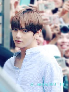 Taehyung- there he goes with those eyes again
