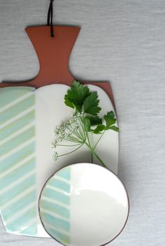 Handmade ceramic cheese board by Kalika Bowlby. www.kalika.ca #ceramics #handmade #cheesebaord Ceramic Studio, Ceramic Clay, Ceramic Painting, Ceramic Artists, Glazes For Pottery, Pottery Bowls, Ceramic Pottery, Pottery Ideas, Slab Ceramics