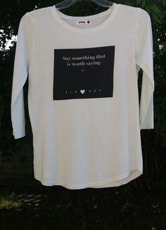 Kup mój przedmiot na #vintedpl http://www.vinted.pl/damska-odziez/bluzki-z-3-slash-4-rekawami/13768678-biala-bluzka-z-czarnym-nadrukiem