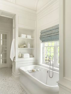 Bathroom Shower Modern This board has all kinds of master bathroom and laundry room design a few ide Mold In Bathroom, Bathroom Windows, White Bathroom, Bathroom Tubs, Neutral Bathroom, Bathroom Cabinets, Bathroom Vanities, Small Bathroom Window, Bathroom Colours
