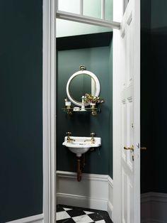Gravity Home: Elegant Colourful Home Scandinavian Apartment, Scandinavian Interior, Eclectic Bathroom, Small Bathroom, Bathroom Drawers, Bad Inspiration, Bathroom Inspiration, Home Design, Sol Sombre