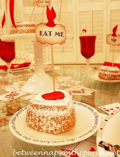 Whimsical Valentine's Day Tablescape, Alice in Wonderland Style – Between Naps on the Porch Valentine Cake, Be My Valentine, Valentine Ideas, Mad Hatter Party, Dining Decor, Dining Room, Alice In Wonderland Theme, Holiday Tables, Decorating Blogs