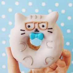 The adorable and kawaii pastries by Vicky Liu - Pusheen cat donut Delicious Donuts, Yummy Food, Yummy Treats, Sweet Treats, Kawaii Cooking, Kawaii Dessert, Cute Donuts, Donut Party, Donut Shop