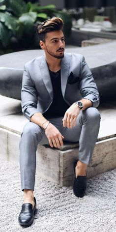 11 Edgy Ways To Dress Up Like A Style Icon – Men's style, accessories, mens fashion trends 2020 Mens Casual Suits, Blazers For Men Casual, Stylish Mens Outfits, Casual Blazer, Men In Suits, Mens Suits Style, Blue Blazers, Stylish Menswear, Mens Attire