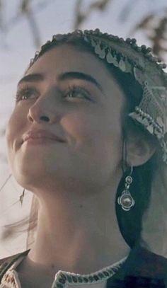 Turkish Women Beautiful, Turkish Beauty, Beautiful Children, Ali Islam, Esra Bilgic, Best Urdu Poetry Images, Turkish Fashion, Autumn Photography, Girls Dpz