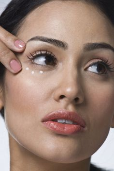 Why you here, Question on mind - How to treat my Dark Circles fast :o ? The dark shadows of beauty blemishes. Check out how to get rid of dark circles fast Eye Cream For Dark Circles, Dark Circles Under Eyes, Dark Under Eye, Eye Circles, Skin Care Regimen, Skin Care Tips, Spots On Legs, Dark Spots, Cream For Oily Skin