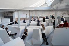 의자 없애고 기대거나 걸터앉거나 누워서 일한다 : 경제일반 : 경제 : 뉴스 : 한겨레