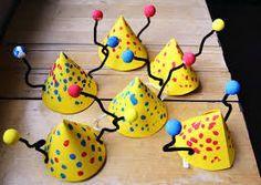 vappuhattu askartelu - Google-haku Art For Kids, Crafts For Kids, Arts And Crafts, Easy Toddler Crafts, Hat Crafts, Kindergarten Activities, Holiday Festival, Hama Beads, Halloween