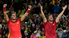 Les Espagnols Rafael Nadal et Marc Lopez après leur victoire en finale du…