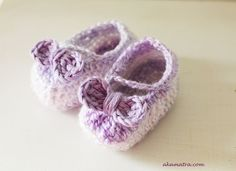 Baby shoes crochet pattern. A very detailed free pattern for baby shoes every warrior princess should have!