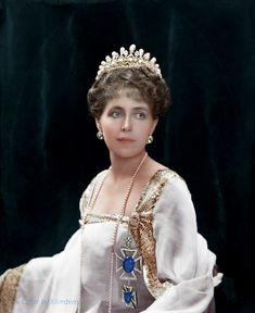 Princess Ileana of Roumania wearing a Spanish dress and a mantilla. Wearing a Spanish dress and mantilla Royal Life, Royal House, Royal Tiaras, Tiaras And Crowns, Romanian Royal Family, Spanish Dress, Royal Beauty, Princess Elizabeth, Royal Jewelry