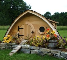 QUIRKY LORD OF THE RINGS INSPIRED HOBBIT HOLE CHICKEN COOPS