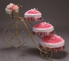 wow, what a good idea...a plant stand for cakes!