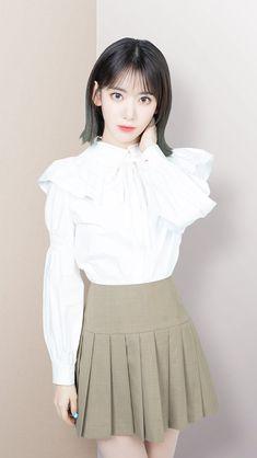 Preppy Mode, Preppy Style, Creative Money Gifts, Sakura Miyawaki, Japanese Girl Group, Kpop Girls, Yuri, Korean Girl, High Waisted Skirt