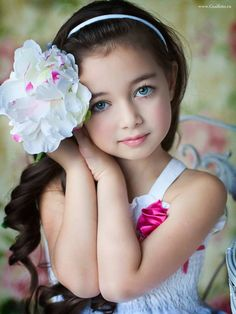 So Cute... | (10 Beautiful Photos) Cool bright colouring-she could be snow white