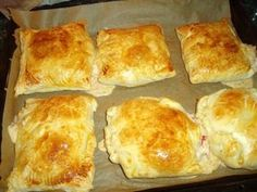 Ham and cheese puff pastry pockets - recipe- Schinken-Käse-Blätterteigtaschen – Rezept The perfect ham-cheese-puff pastry recipe with simple step-by-step instructions: For filling cream cheese, if necessary with a dash … - Party Finger Foods, Finger Food Appetizers, Appetizer Recipes, Cheese Puffs, Ham And Cheese, Cheese Pastry, Snacks Pizza, Puff Pastry Recipes, Puff Recipe