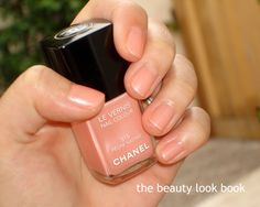 The Beauty Look Book: Peachy Love For Chanel Le Vernis in Pêche Nacrée 515