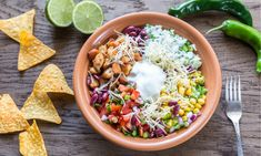 Wanna make Instant Pot Chicken Burrito Bowl? My name is Corrie and I am here to help! Oh and I also have FREE pressure cooker recipes especially for you :) Chicken Burrito Bowl, Chicken Burritos, Burrito Bowls, Salad Chicken, Mason Jar Meals, Meals In A Jar, Clean Eating, Chicken Spices, Orange Chicken