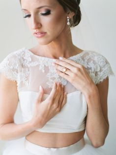 Gorgeous #EnzoaniRealBride Emily's custom crop top Enzoani gown | Style Me Pretty