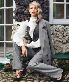 Lookbook нашей осенней коллекции fw 16/17. На Юлии @julliamat костюм -тройка и шелковая блуза. Showroom/ What'sApp/Viber +79217891290 #jmstudio #fw1617 #newcollection #shopping #russiandesigner #fashion #style Photo @michaelbrownru Make-up, hair @katyagoro