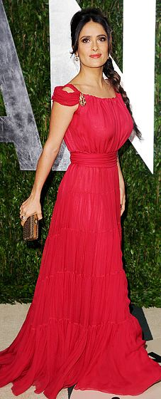 Salma Hayek at the VF Oscars Party. She knows her body and knows how to dress for it. Love the color on her, too!