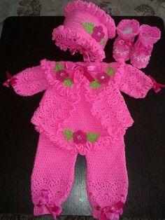 Pembe örgü bebek takım
