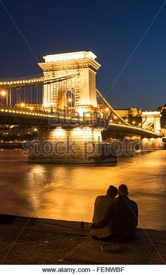 couple-on-the-danube-bank-chain-bridge-in-background-at-night-hungary-fenwbf.jpg (326×540)