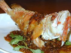 Fried Fish with Tamarind Sauce Recipe. I can always skip hot chili. The tamarind sauce goes great with fish. Fish Dishes, Seafood Dishes, Tasty Dishes, Fish And Seafood, Seafood Recipes, Appetizer Recipes, Gourmet Recipes, Tamarind Fish, Tamarind Sauce
