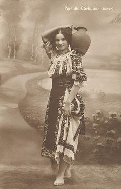 Girl in Costume - Port din Cărbunar (Bănat)  Edit. Tip. şi Librăriei diecezane Caransebeş