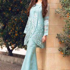 41 Fashionable Muslim Pakistani Outfit For Eid Mubarak - VIs-Wed Pakistani Formal Dresses, Pakistani Dress Design, Pakistani Outfits, Pakistani Bridal, Stylish Dresses, Simple Dresses, Casual Dresses, Fashion Dresses, Muslim Fashion