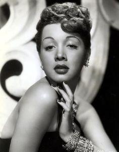Todays 40s vintage hair & make up inspiration from Olga San Juan
