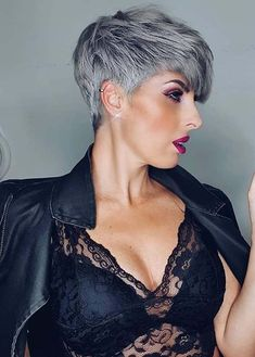 Just visit here to see best ever trends of pixie haircuts for short hair. Fashionable women and girls who wanna sport some kind of unique haircuts for bold look they are advised to wear this best pixie cut in 2020. Oval Face Haircuts, Square Face Hairstyles, Face Shape Hairstyles, Haircuts For Fine Hair, Haircut For Thick Hair, Pixie Haircut Styles, Short Pixie Haircuts, Short Bob Hairstyles, Short Hair Styles