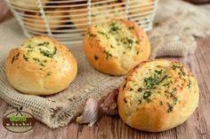 Bułeczki z czosnkiem | Domi w kuchni Bagel, Baked Potato, Healthy Lifestyle, Muffin, Food And Drink, Potatoes, Salad, Baking, Breakfast