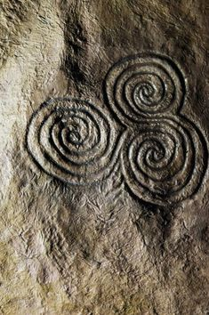 Found in Newgrange. Celtic Triskele (Triple Spiral) Stone Carving, Newgrange, Ireland ~ symbolic of the three realms: Land/Sea/Sky or the Triple Goddess (phases of womanhood): Maiden/Mother/Crone Celtic Symbols, Celtic Art, Celtic Spiral, Spiral Art, Mayan Symbols, Celtic Dragon, Egyptian Symbols, Ancient Symbols, Stone Sculpture