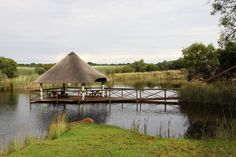 Geniet 'n bosveld-piekniek op die dam by Kaya Inkalamo Wild-lodge Game Lodge, Gazebo, Outdoor Structures, Cabin, House Styles, Home Decor, Decoration Home, Cabins, Cottage