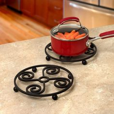 Replace your old pot holders with this stylish and sturdy Scroll Square Trivet from Spectrum. This steel trivet features a raised base that is perfect for protecting your countertops and tables from hot plates, pans, dishes, and more. Iron Furniture, Steel Furniture, Home Decor Furniture, Metal Projects, Welding Projects, Metal Crafts, Diy Kitchen Storage, Kitchen Items, Kitchen Decor
