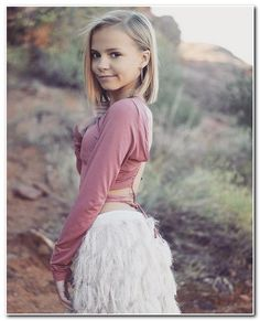 top model y peinados bob color niño 2020 Young Girl Haircuts, Little Girl Haircuts, Little Girl Models, Little Girl Fashion, Cute Young Girl, Cute Girls, Girl Short Hair, Short Girls, Super Moda