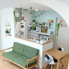 sakuさんの、ニッチ棚,ボトルランプ,ガーランド,両面時計,アール壁,アクセントクロス,無印良品,平屋,アロマディフューザー,カフェ風に憧れる,くつろぎ空間,ペンダントライト,パントリー,スッキリ可愛く♡,シンプル可愛いが好き,癒やしの空間,大好きな空間,ナチュラル,花のある暮らし,アーチ壁,いつもいいねやコメありがとうございます♡,RC の出会いに感謝!,Overview,のお部屋写真