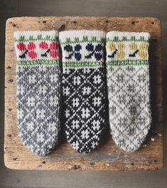 #norwegiandesign #knittinginspo #strikkeinspo #diy Gloves, Knitting, Winter, Diy, Design, Winter Time, Tricot, Bricolage, Breien