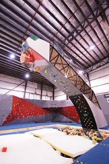Bouldering above a foam pit, How awesome would this be? :)