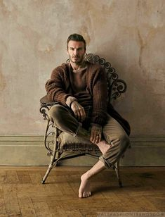 """David Beckham for Financial Times, """"How To Spend It"""" Fashion Shoot, September 2017 Dj Photography, Photography Poses For Men, Autumn Photography, Fashion Photography, Moda David Beckham, David Beckham Style, Fashion Poses, Fashion Shoot, Fashion Styles"""