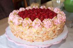 Himbeer-Joghurt-Torte mit Pistazien ❤️